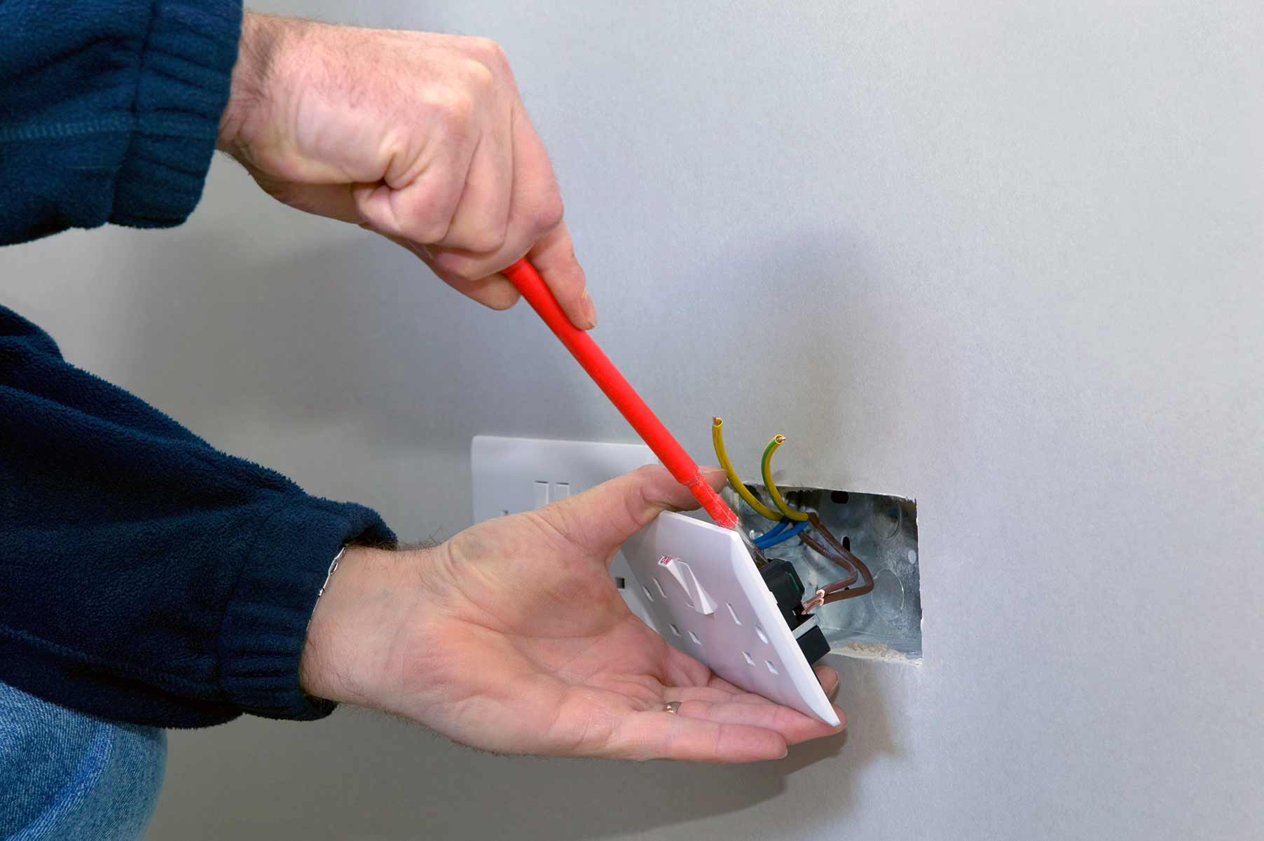 Our electricians can install plug sockets for domestic and commercial proeprties in Marylebone and the local area.